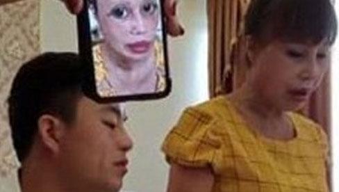 """Bức xúc vì bị dân mạng sửa ảnh đến biến dạng, cô dâu 63 tuổi livestream """"chọc tức"""" cộng đồng mạng: """"Càng ném đá tôi càng được nhiều tiền"""""""