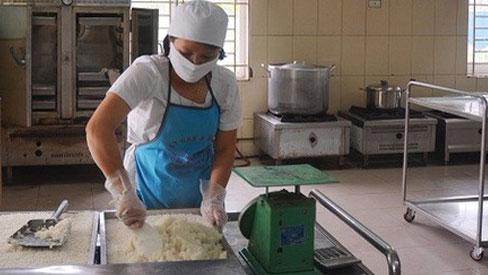 Thêm một trường tiểu học ở Đông Anh nghi xảy ra ngộ độc thực phẩm khiến 11 học sinh bị rối loạn tiêu hóa