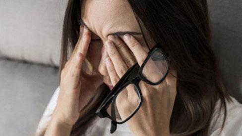 Người thường xuyên thức khuya dễ gặp phải 4 hiện tượng xấu trên mặt, không sửa ngay sẽ làm cơ thể sinh ra nhiều thứ bệnh