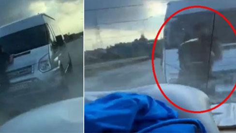 Khoảnh khắc chiến sĩ CSCĐ cố gắng bám chặt cần gạt nước xe khách trước khi ngã xuống đường và bị tông tử vong
