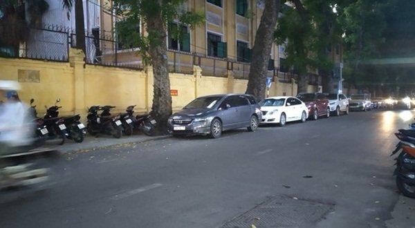 Nhân chứng kể lại vụ chồng bóp cổ và đấm vợ để bảo vệ nhân tình: Sau vụ việc, người đàn ông cùng cô bồ bắt taxi, còn vợ lái chiếc Lexus LX 570 rời đi-1