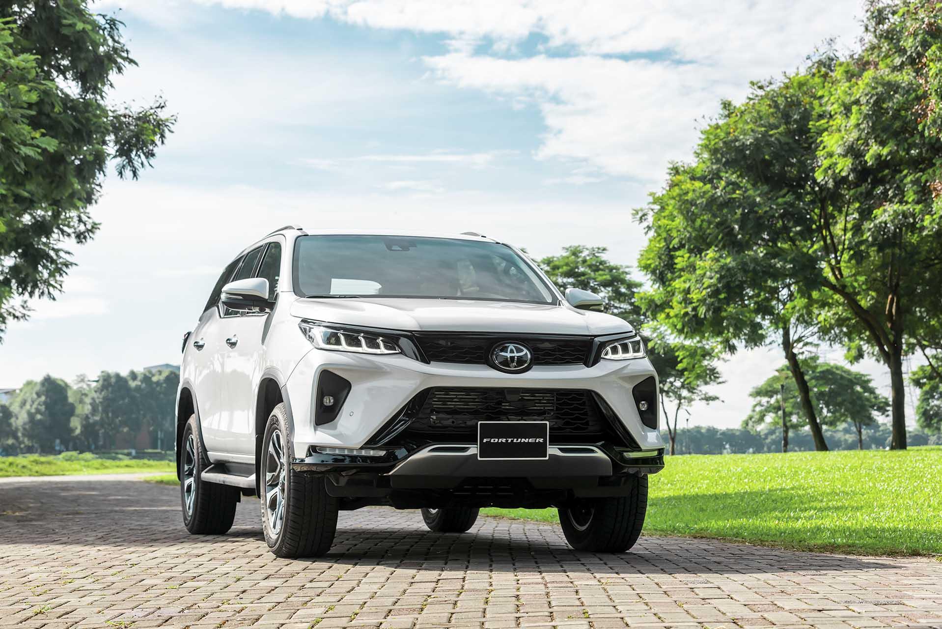 Toyota Fortuner 2020 ra mắt: Bổ sung trang bị, giảm giá bán