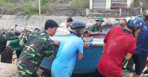 Quảng Trị cho học sinh nghỉ học, tạm hoãn các cuộc họp để tập trung chống bão số 5