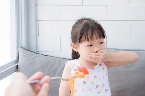 Trăm ngàn mối lo khi trẻ bỗng dưng biếng ăn
