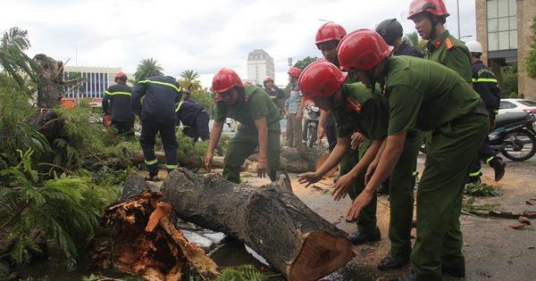 Thừa Thiên Huế: Huy động mọi lực lượng khắc phục hậu quả cơn bão số 5