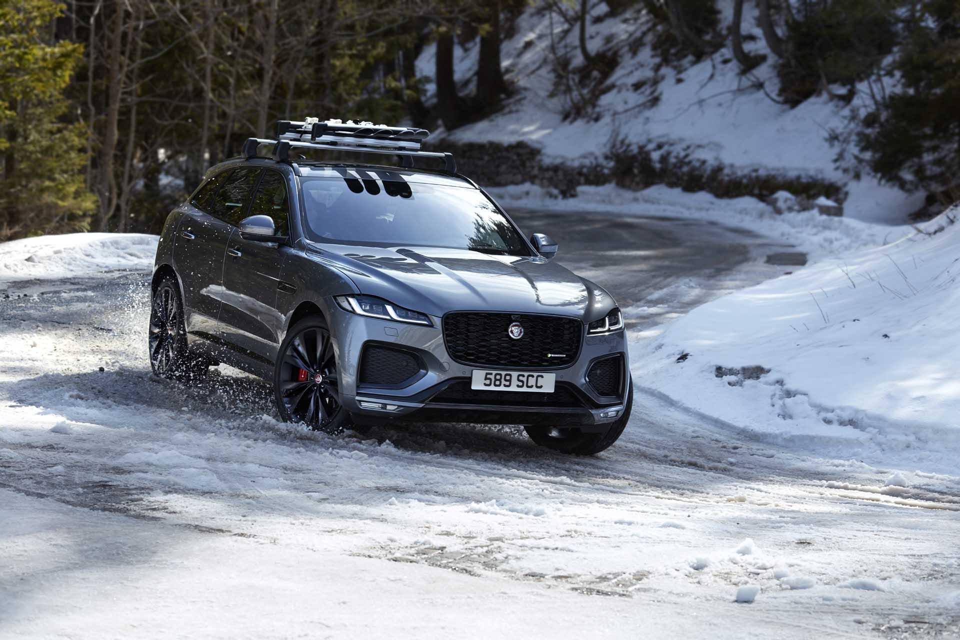 Jaguar F-Pace thế hệ mới ra mắt: Lột xác về nội thất, thêm trang bị