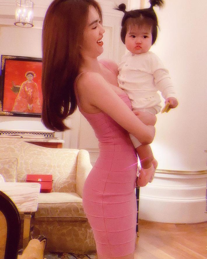 Cùng diện váy bó, 9 năm trước Ngọc Trinh lộ mỡ bụng muối mặt, giờ dáng nuột đến độ chẳng cần photoshop-2