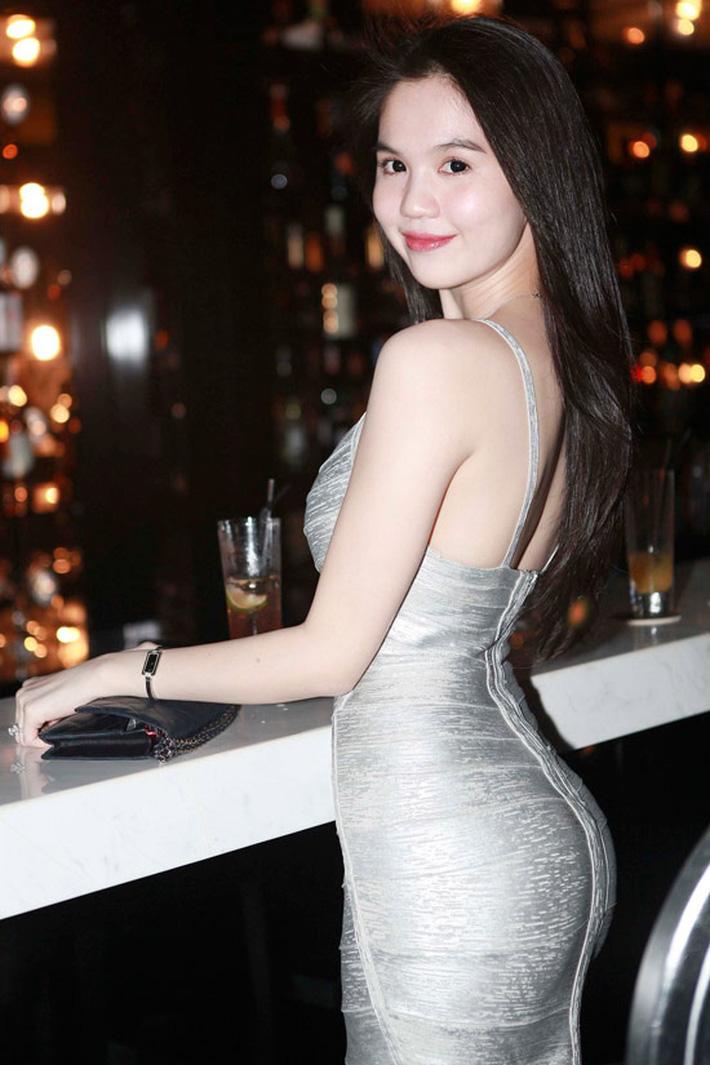 Cùng diện váy bó, 9 năm trước Ngọc Trinh lộ mỡ bụng muối mặt, giờ dáng nuột đến độ chẳng cần photoshop-4