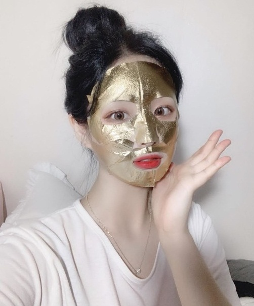 Sự thật về những chiếc mặt nạ vàng 24K đang được chị em săn lùng: Công dụng có thực sự thần thánh như nhiều người đồn thổi?-1