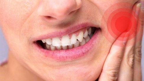 Cô gái có 10 chiếc răng hàm sâu vào tủy chỉ vì thói quen uống nước tai hại mà nhiều người mắc phải