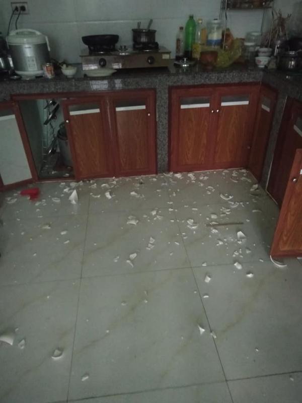 Vợ đi làm cả ngày, nhờ chồng rửa bát hộ và cái kết cay đắng: Cái bát mẻ cũng không còn mà ăn-3