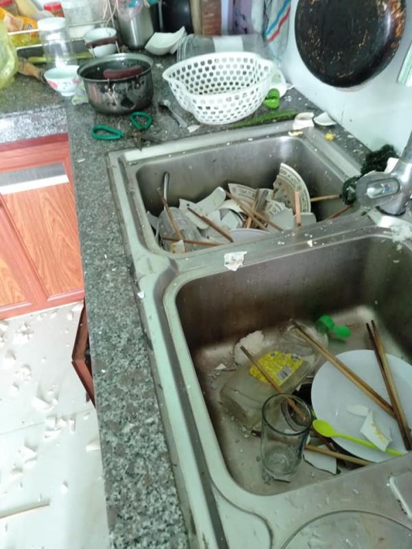 Vợ đi làm cả ngày, nhờ chồng rửa bát hộ và cái kết cay đắng: Cái bát mẻ cũng không còn mà ăn-2