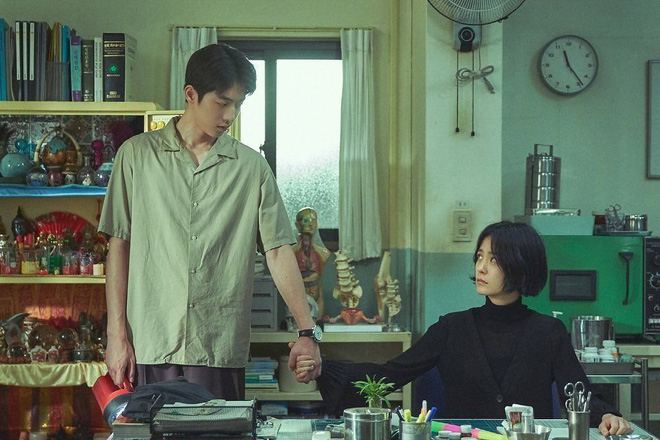 """The School Nurse Files: Sợ xám hồn mấy bé thạch"""" siêu nhầy nhụa, may quá Nam Joo Hyuk không phá team""""-5"""