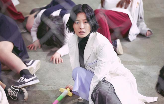 """The School Nurse Files: Sợ xám hồn mấy bé thạch"""" siêu nhầy nhụa, may quá Nam Joo Hyuk không phá team""""-3"""