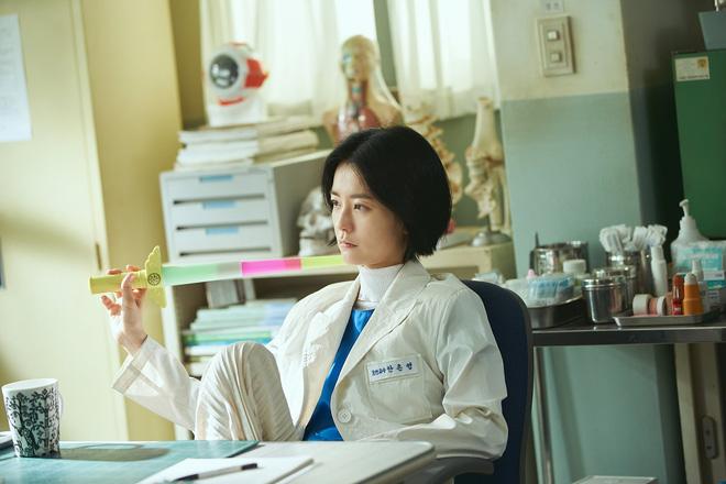 """The School Nurse Files: Sợ xám hồn mấy bé thạch"""" siêu nhầy nhụa, may quá Nam Joo Hyuk không phá team""""-2"""