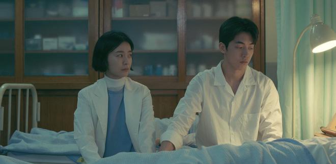 """The School Nurse Files: Sợ xám hồn mấy bé thạch"""" siêu nhầy nhụa, may quá Nam Joo Hyuk không phá team""""-31"""