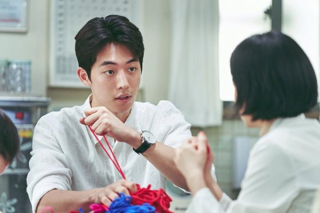 """The School Nurse Files: Sợ xám hồn mấy bé thạch"""" siêu nhầy nhụa, may quá Nam Joo Hyuk không phá team""""-27"""