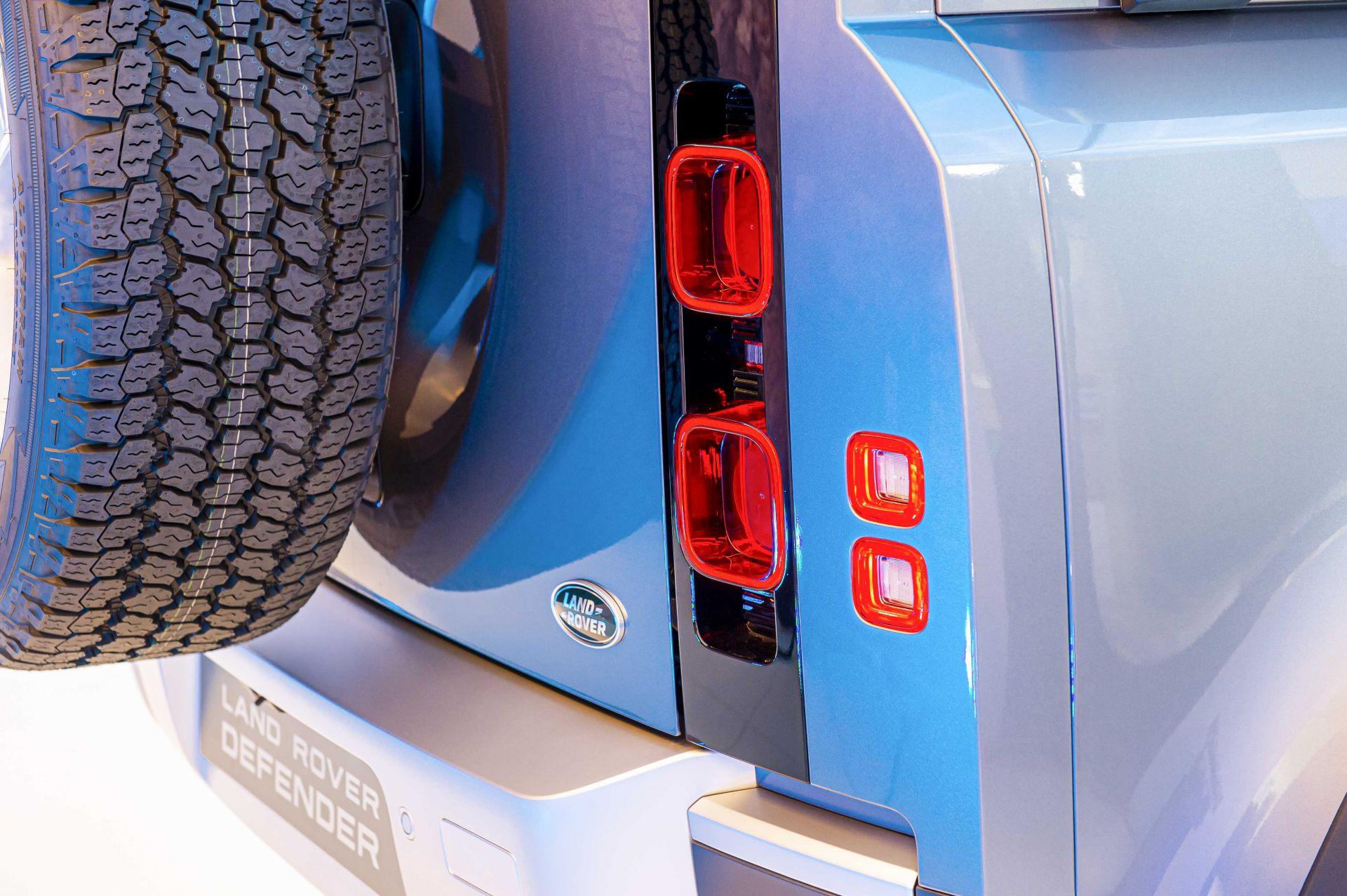 Cận cảnh Land Rover Defender 2020 vừa ra mắt tại đại lý ở Hà Nội -7