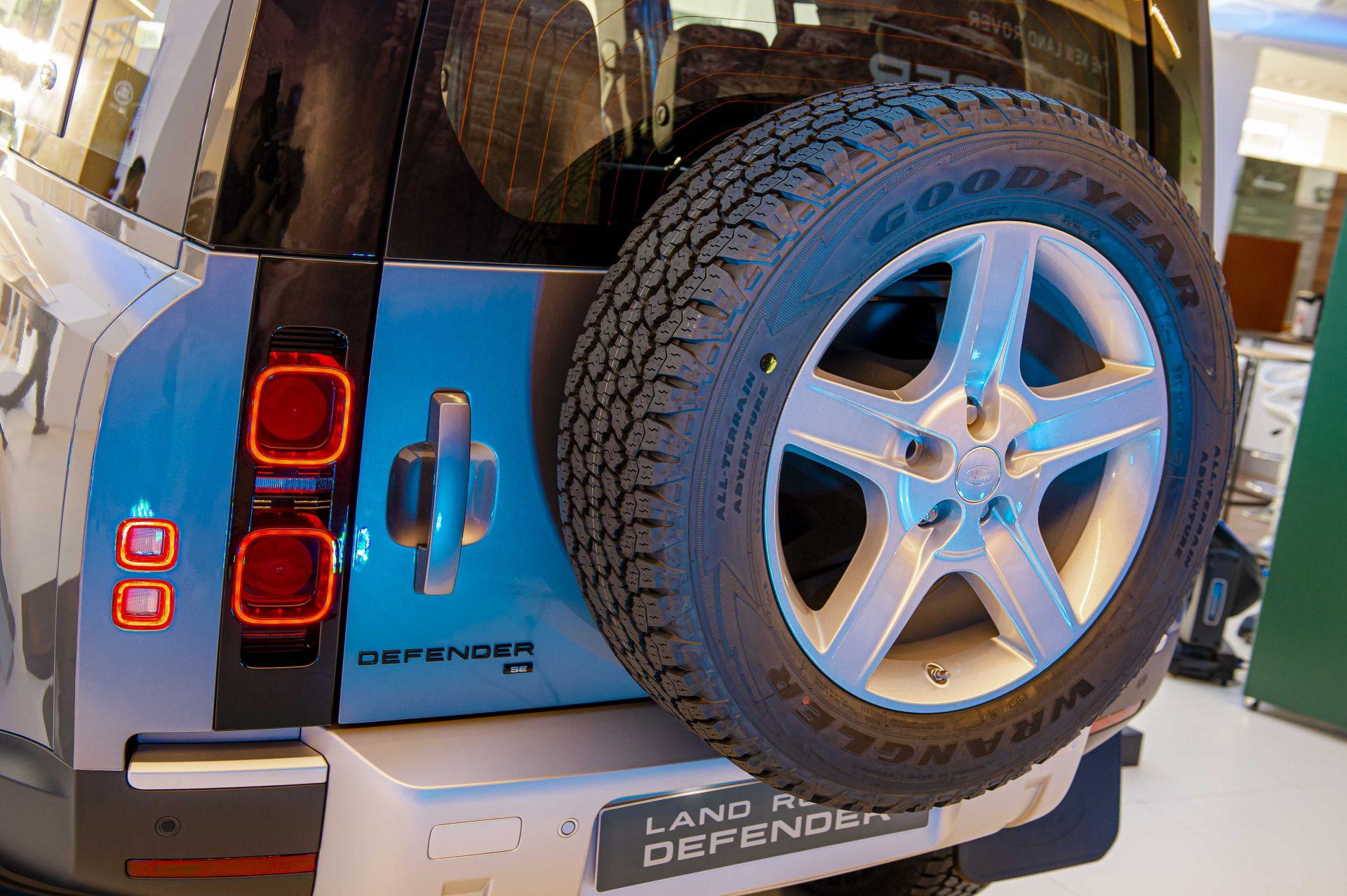 Cận cảnh Land Rover Defender 2020 vừa ra mắt tại đại lý ở Hà Nội -2