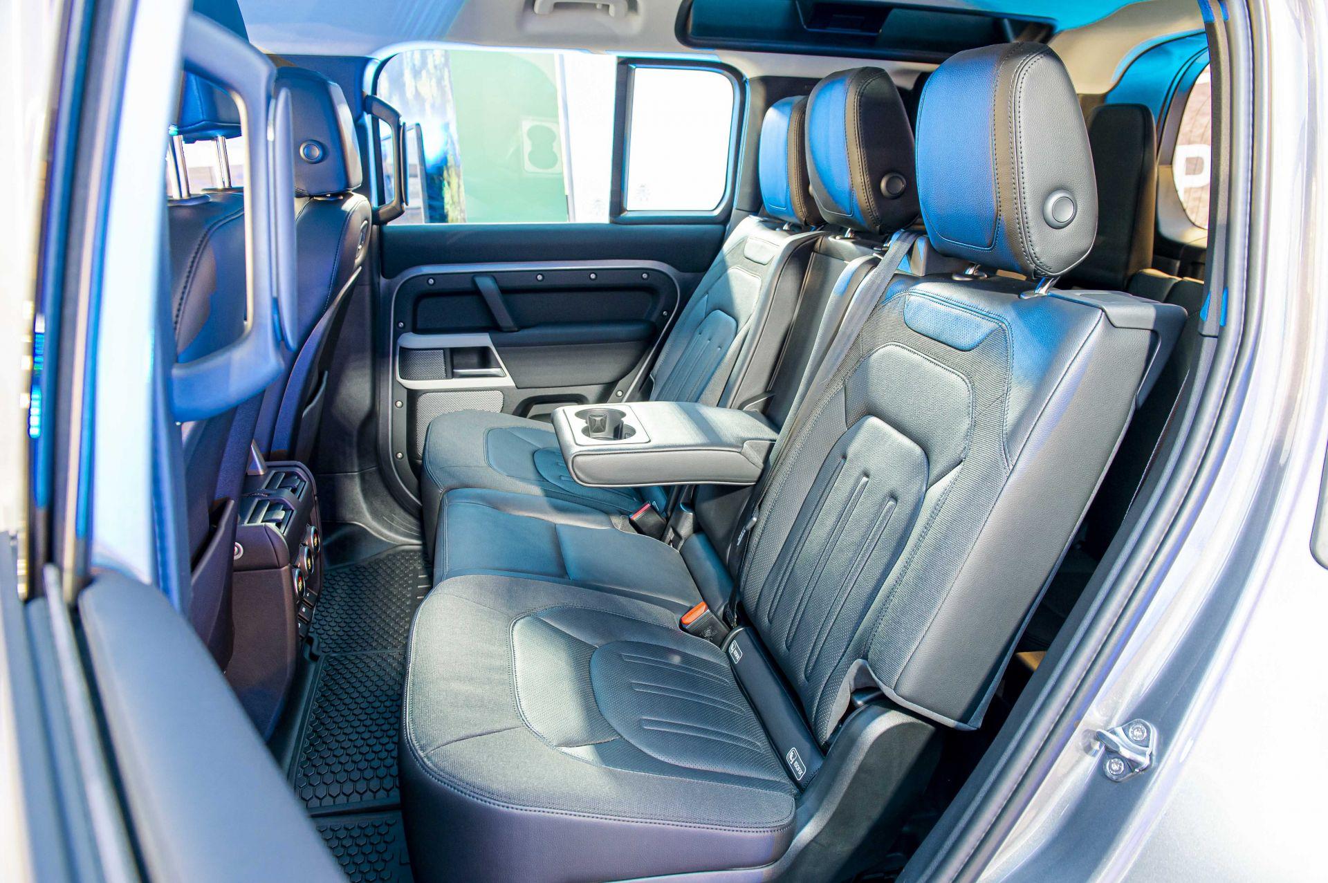 Cận cảnh Land Rover Defender 2020 vừa ra mắt tại đại lý ở Hà Nội -5