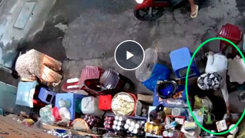 Giọt nước mắt của cụ bà bán nước bị trộm sạch tiền hàng: 'Chỉ thương đứa nhỏ theo mẹ hành nghề'