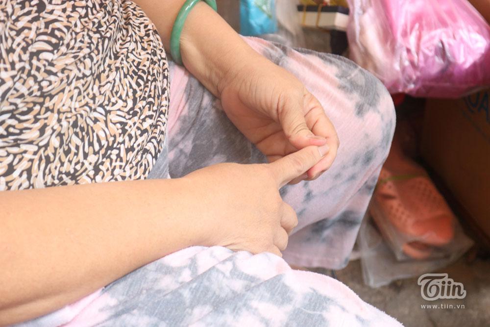 Giọt nước mắt của cụ bà bán nước bị trộm sạch tiền hàng: Chỉ thương đứa nhỏ theo mẹ hành nghề-3