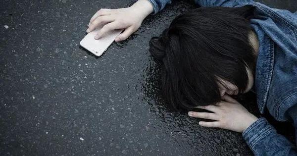 Cô gái 26 tuổi lên cơn đau tim đột ngột rồi qua đời, bác sĩ nói nguyên nhân do thứ nước cô hay uống hàng ngày