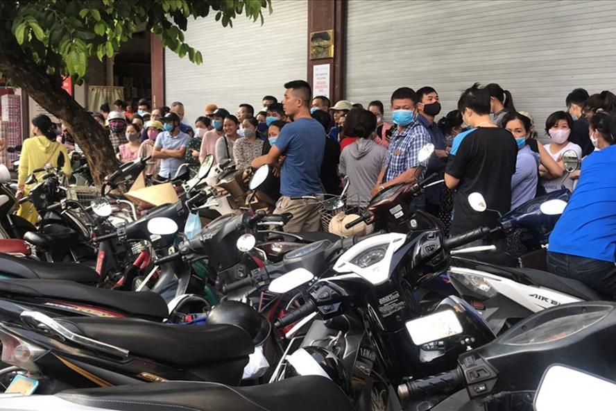 Hàng dài người xếp hàng từ 5h sáng tại 1 tiệm bánh Trung thu Hải Phòng: Công thức gia truyền 60 năm, bao bì thô sơ, chờ cả ngày vẫn về tay không-1