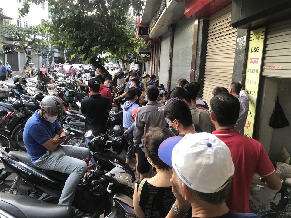 Hàng dài người xếp hàng từ 5h sáng tại 1 tiệm bánh Trung thu Hải Phòng: Công thức gia truyền 60 năm, bao bì thô sơ, chờ cả ngày vẫn về tay không-2