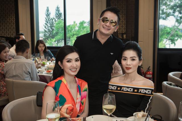 Giữa đại dịch Covid-19, ca sĩ Nguyễn Hồng Nhung may mắn trở về Việt Nam-1