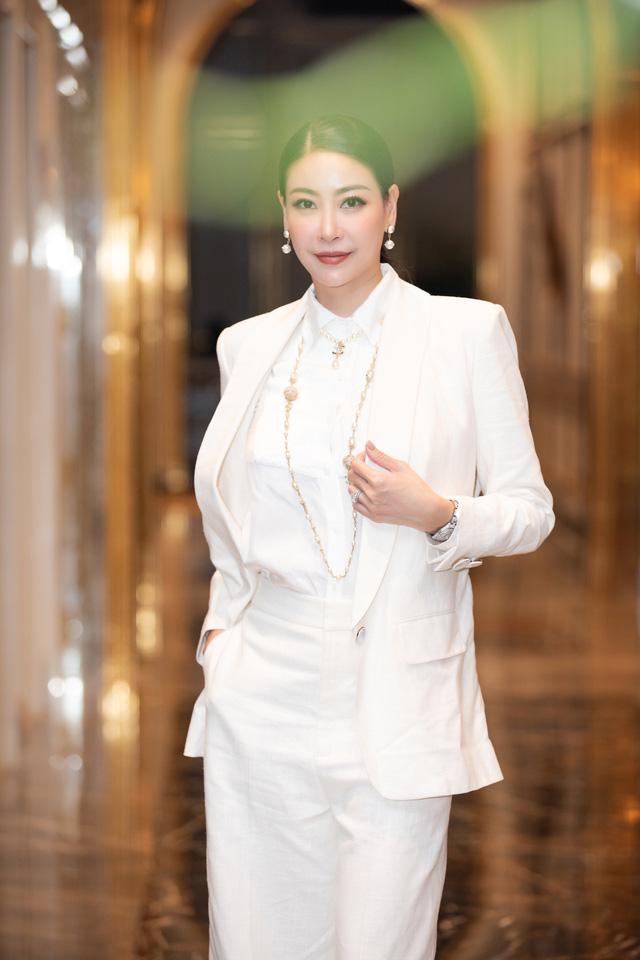 Á hậu Thụy Vân đọ sắc cùng Hà Kiều Anh tại Hoa hậu Việt Nam 2020-6