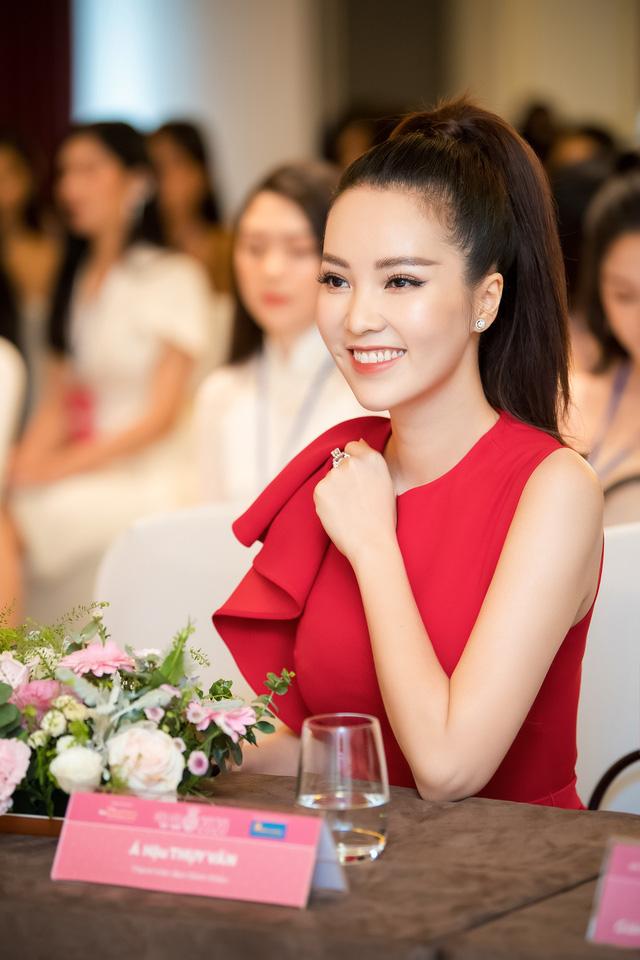 Á hậu Thụy Vân đọ sắc cùng Hà Kiều Anh tại Hoa hậu Việt Nam 2020-3