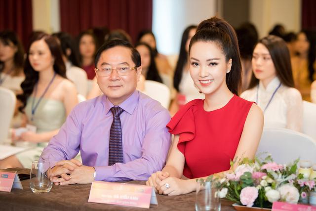 Á hậu Thụy Vân đọ sắc cùng Hà Kiều Anh tại Hoa hậu Việt Nam 2020-4