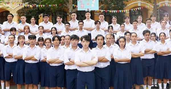 Đức Phúc giải thích việc trang phục học sinh trong MV