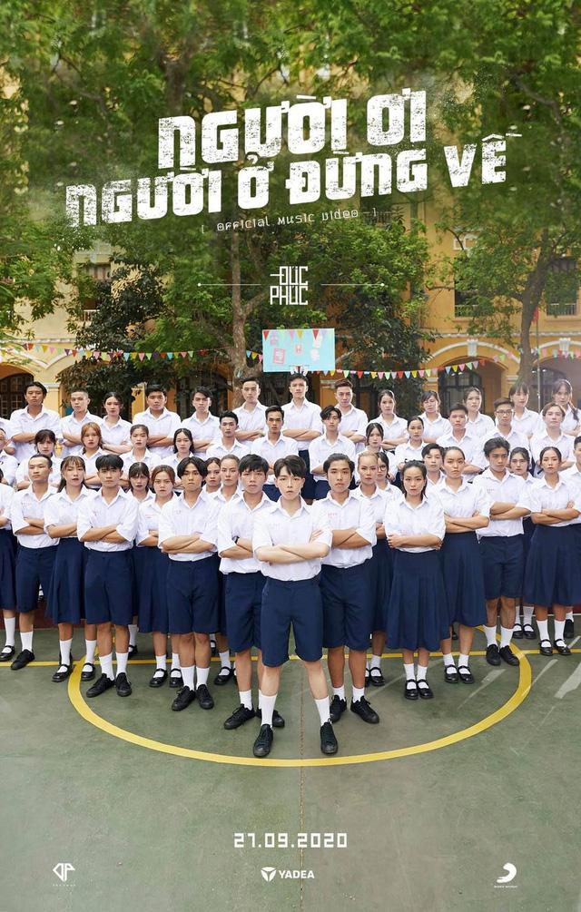 Đức Phúc giải thích việc trang phục học sinh trong MV Người ơi, người ở đừng về gây tranh cãi-1