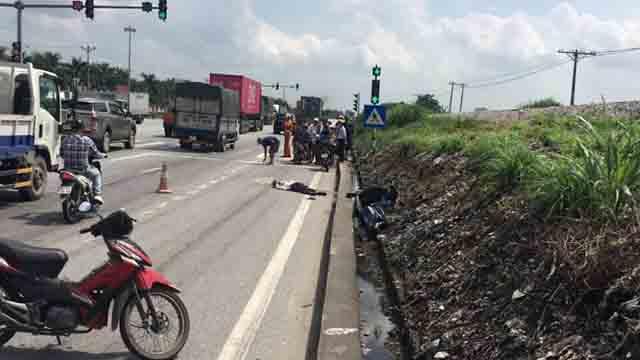 Hải Dương: Container chuyển làn ẩu tông người đi xe đạp điện tử vong