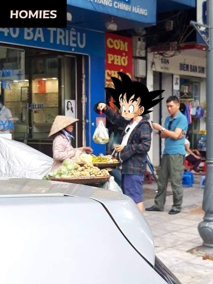 Hội chị em ngỡ ngàng với hình ảnh người đàn ông xách theo chiếc cân đi chợ, mặc cả chán chê mới chịu mua hoa quả mang về-2