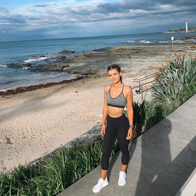 Cô gái người Úc khoe body hậu giảm cân đầy ngoạn mục trên TikTok: giảm 25kg mà không cần từ bỏ đồ ăn vặt-9