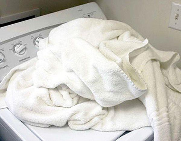 Khăn tắm làm theo cách này không bị hôi, lau xong vẫn còn thơm như mới-2