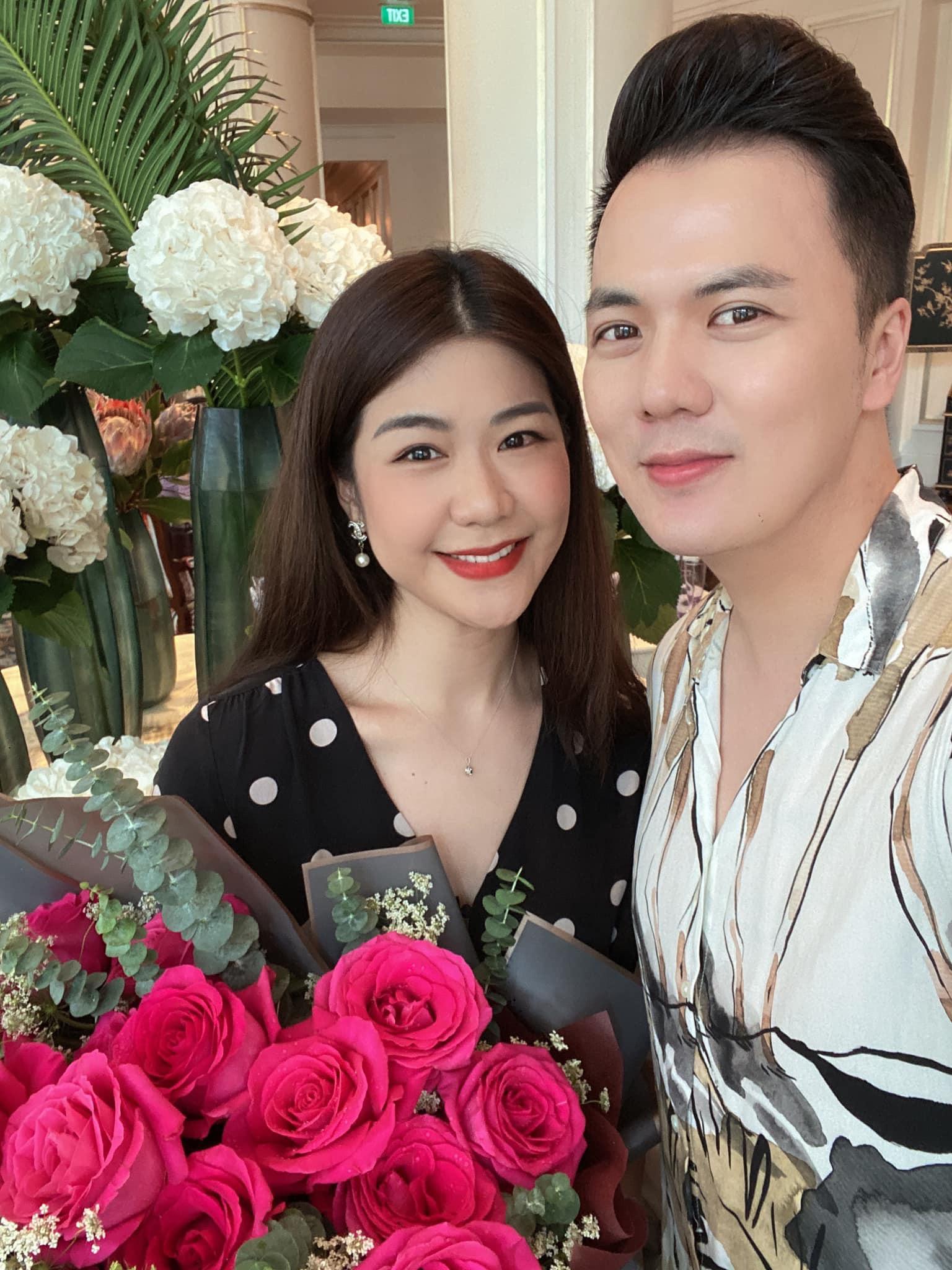 Nữ cơ trưởng Huỳnh Lý Đông Phương đón tuổi 33 giản dị bên bạn bè người thân, nhan sắc ăn gian tuổi khiến chị em ghen tị vô cùng-3
