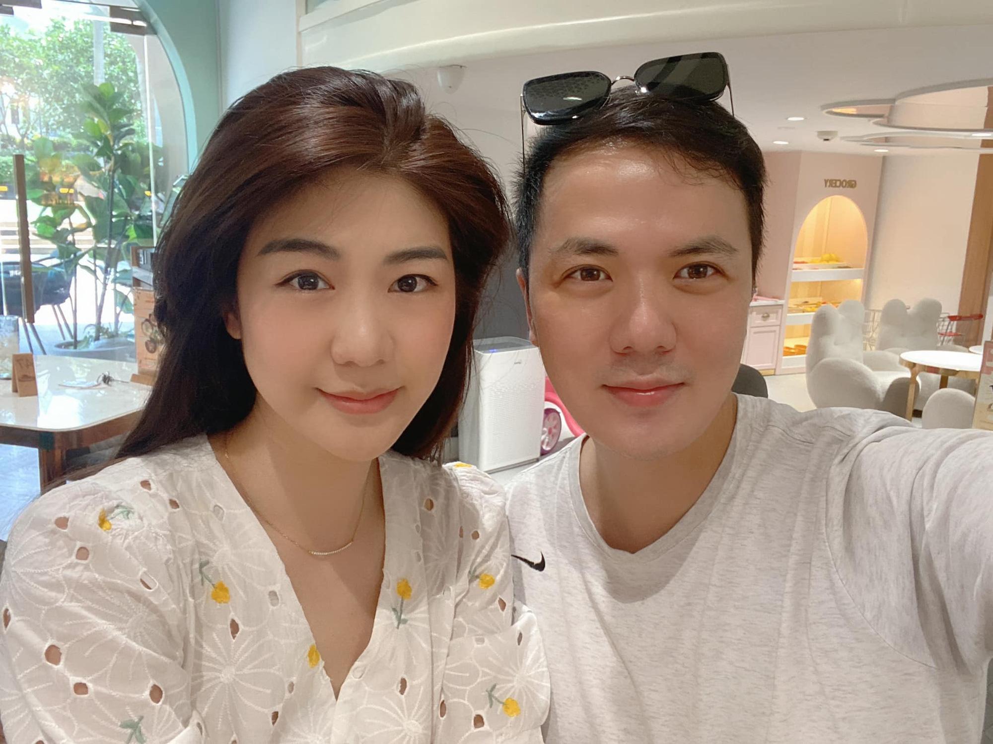 Nữ cơ trưởng Huỳnh Lý Đông Phương đón tuổi 33 giản dị bên bạn bè người thân, nhan sắc ăn gian tuổi khiến chị em ghen tị vô cùng-5