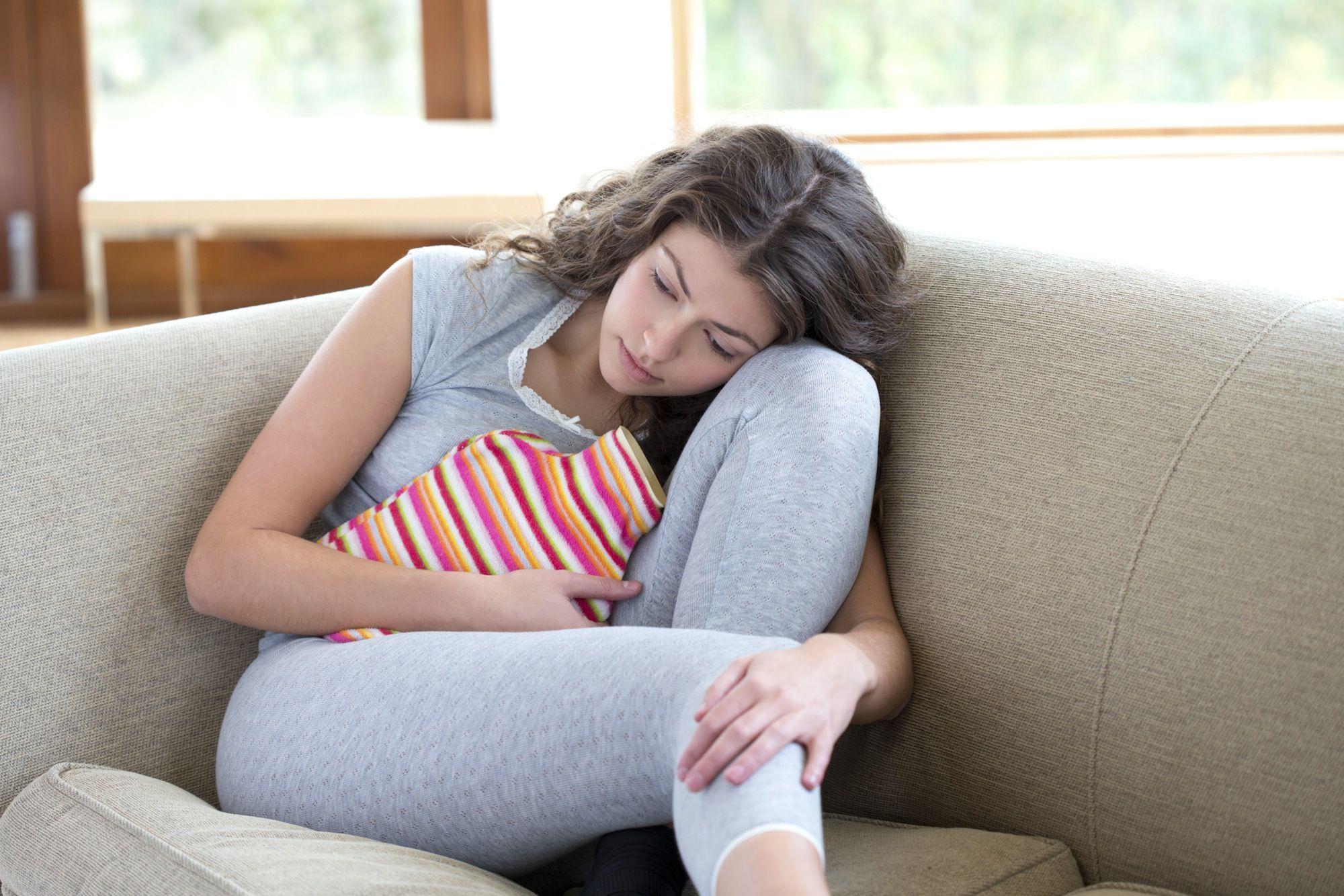 Trong kỳ kinh nguyệt, chuyên gia cảnh báo có 4 loại nước không nên uống vì có thể làm tổn thương tử cung và mệt mỏi-1