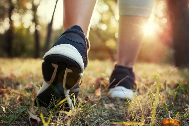 Đi bộ là chìa khóa của sự khỏe mạnh và người sống lâu sẽ có 3 đặc điểm này khi đi bộ-3