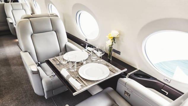 Tiếp viên hàng không cho giới siêu giàu: Bay cùng… xác chết, bồn cầu hàng hiệu, nhận lương vài trăm USD/ngày-3