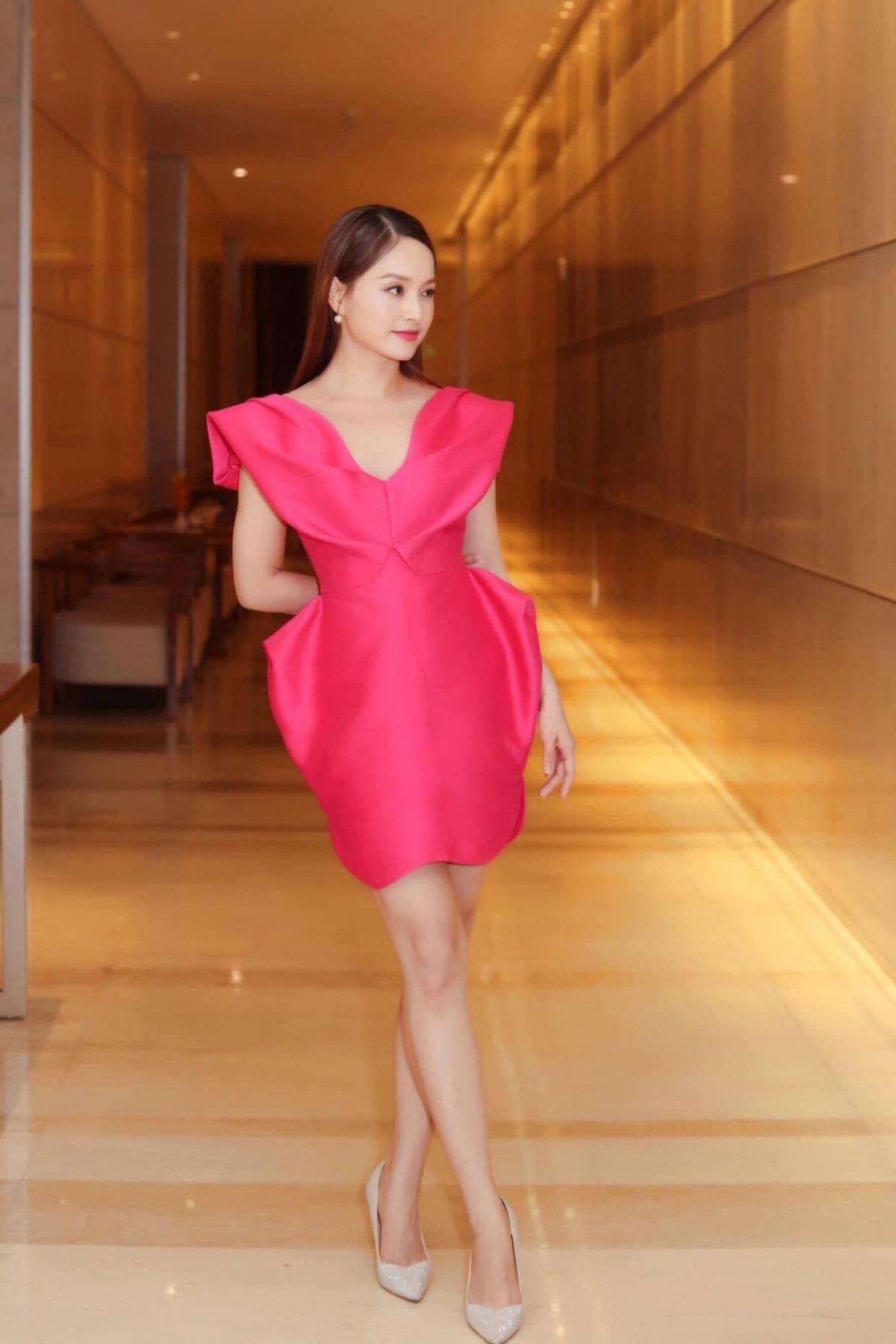 Từng tăng 18kg khi mang bầu, Lan Phương về dáng thần tốc sau sinh, tự tin đọ sắc hoa hậu-7