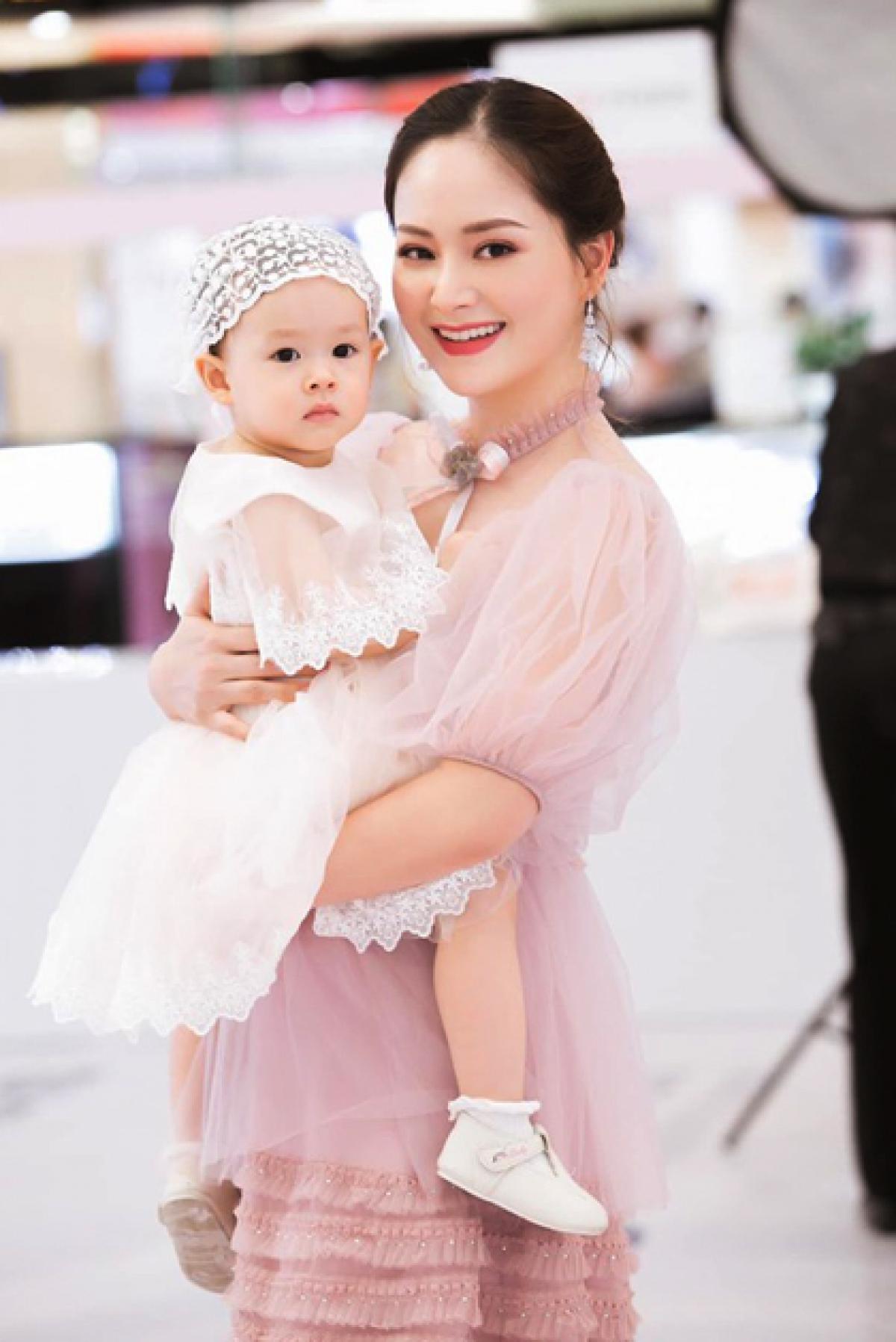 Từng tăng 18kg khi mang bầu, Lan Phương về dáng thần tốc sau sinh, tự tin đọ sắc hoa hậu-18