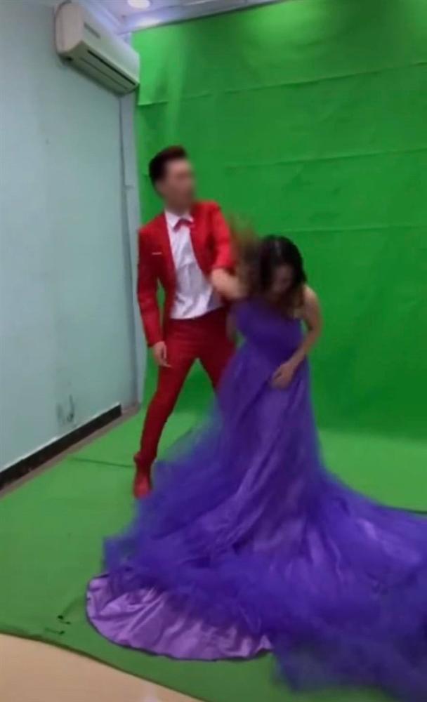 Xích mích khi chụp ảnh cưới, chú rể tát thẳng vào đầu cô dâu và màn lao vào combat của cô gái trẻ khiến tất cả đứng hình-2