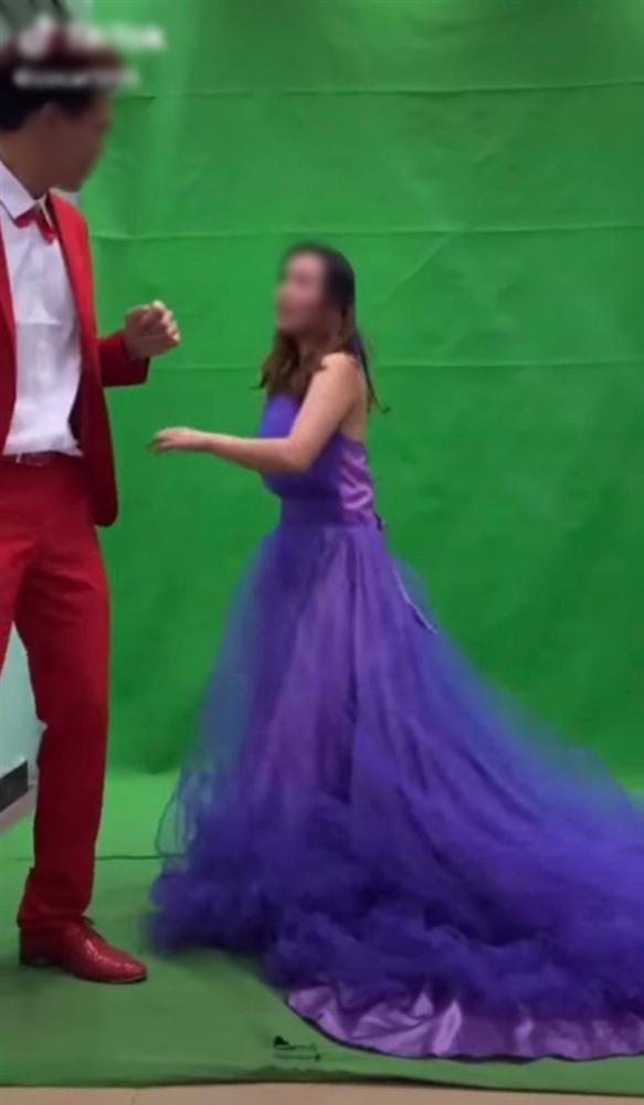 Xích mích khi chụp ảnh cưới, chú rể tát thẳng vào đầu cô dâu và màn lao vào combat của cô gái trẻ khiến tất cả đứng hình-4