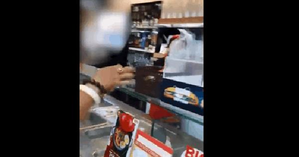 CLIP: Người đàn ông chỉ thẳng mặt nhân viên, dọa đốt cửa hàng vì bị nhắc không khạc nhổ bừa bãi