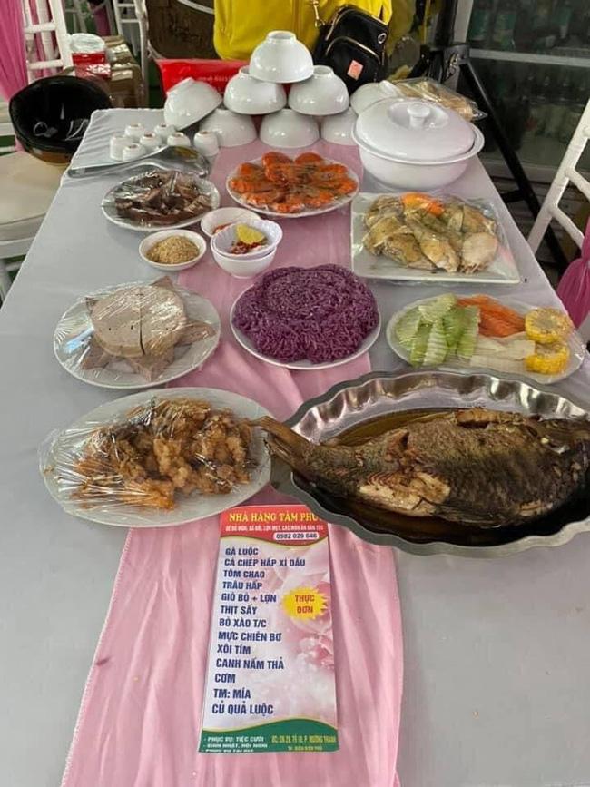 Một nhà hàng ở Điện Biên bị khách quen bom 150 mâm cỗ cưới trị giá gần 200 triệu, dân mạng kêu gọi giải cứu 500 nghìn/mâm-3